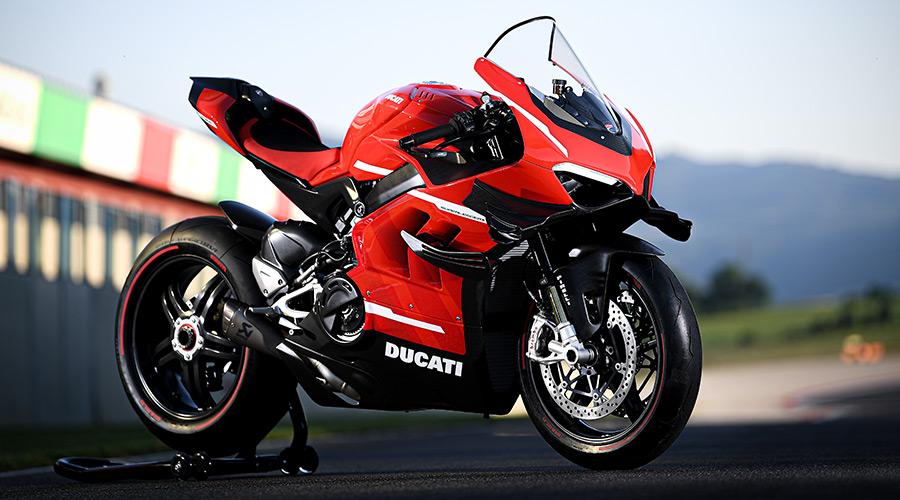 Ducati delivers first Superleggera V4